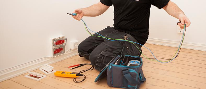 Elmesteren installerer TV, data og tele